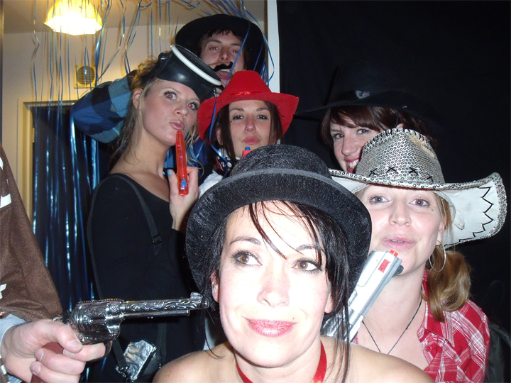Estela - Cowboys/00è dress up party...Engagement / leaving party! We're busy peeps ;)