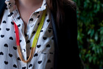 Use spray paint to make this neon-dipped necklace