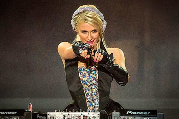 Paris Hilton signs to Lil Wayne's record label