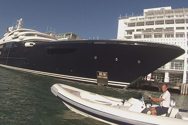 2015 RECAP: Benny Boy attempts to touch the Russian Superyacht