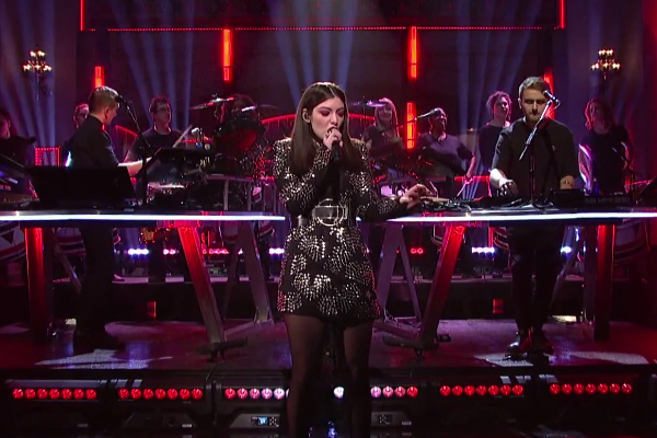 "Disclosure & Lorde performing ""Magnets"" live on SNL"