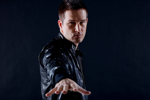 Darude is booed and heckled for not playing Sandstorm