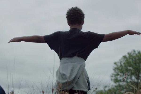 MUSIC VIDEO: Fat Freddy's Drop - Ten Feet Tall