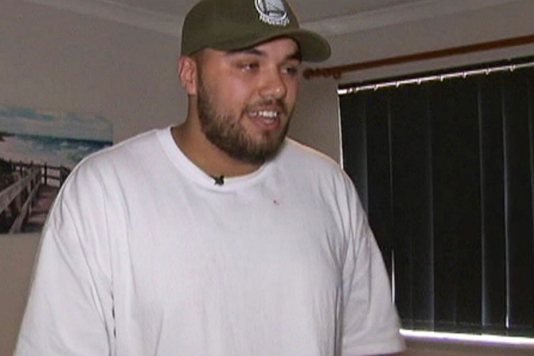Aussie thief breaks into house full of kiwi tradies, gets his ass kicked