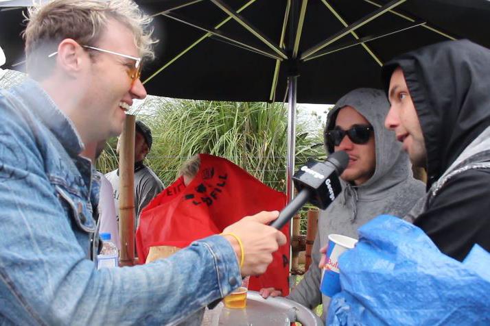 Chris Mac of Six60 talks to two Soundsplash punters about Six60
